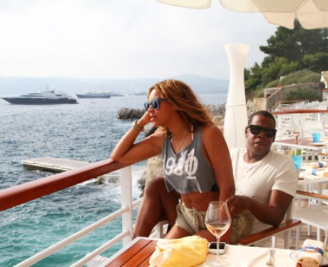 Beyonce with Jay-Z at the seaside