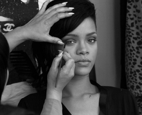 rihanna-dimaonds-video-shoot-facebook-2012-6-1352912064-view-0.jpg