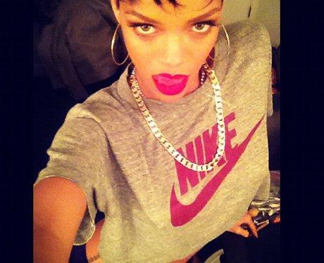Rihanna posing on twitter