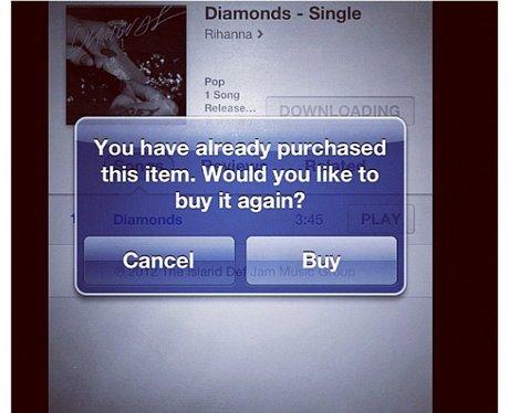 Rihanna downloads her single 'Diamonds'
