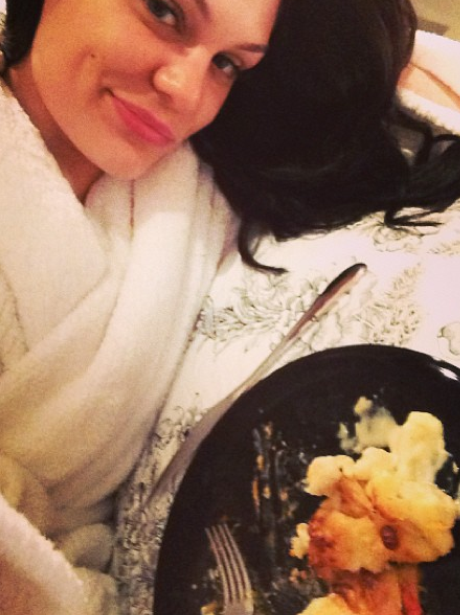 Jessie J in bed with friends