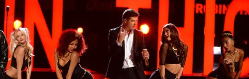 Robin Thicke on stage