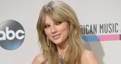 Taylor Swift At The American Music Awards 2013