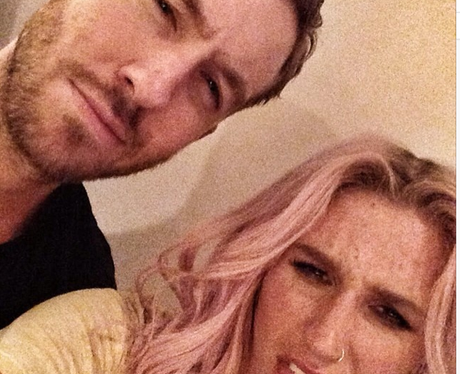 Calvin Harris and Kesha take a selfie together