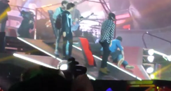Liam Payne One Direction falling on stage