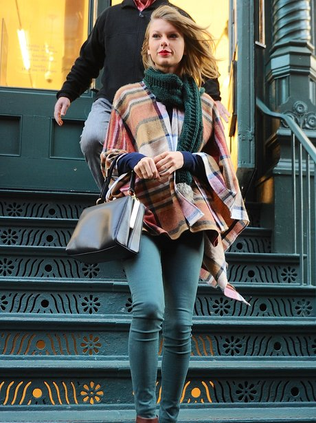 Taylor Swift shopping New York
