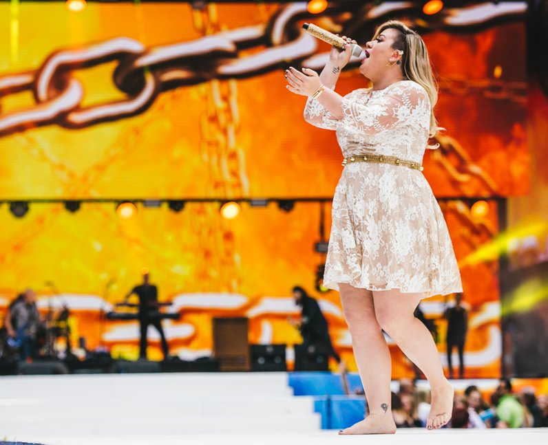 Kelly Clarkson live at the summertime ball 2015