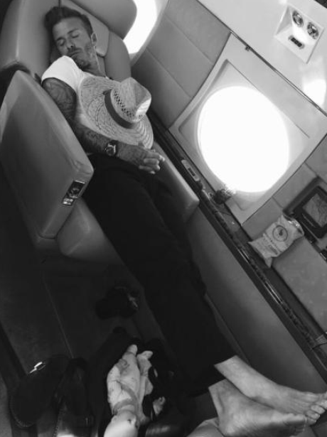 caught on camera david beckham gets snapped having a nap on the plane by victoria capital. Black Bedroom Furniture Sets. Home Design Ideas