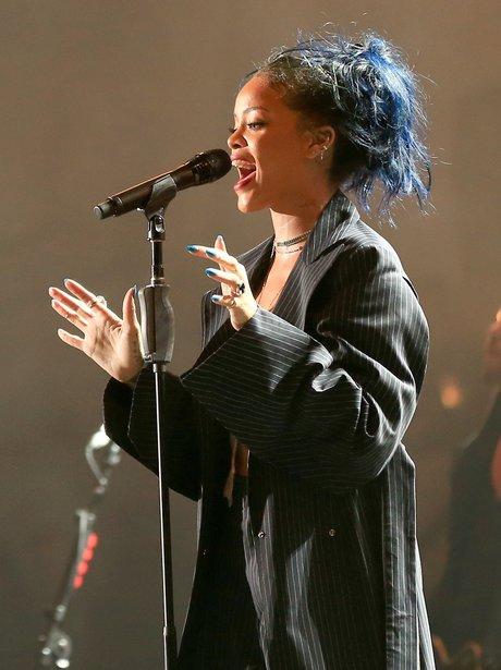 Rihanna wih blue hair
