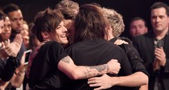 One Direction American Music Awards 2015 Hug